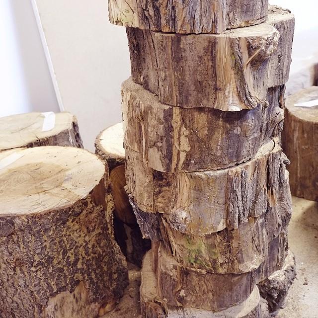 ayer comparti con vosotros en el blog mi visita a @malalaslab ¿lo habeis visto? ¿no os encanta la madera? ¡yo cada dia aprecio mas los mueblos buenos y hechos a mano! #decoracion #cosasdecasa #mcmmarta
