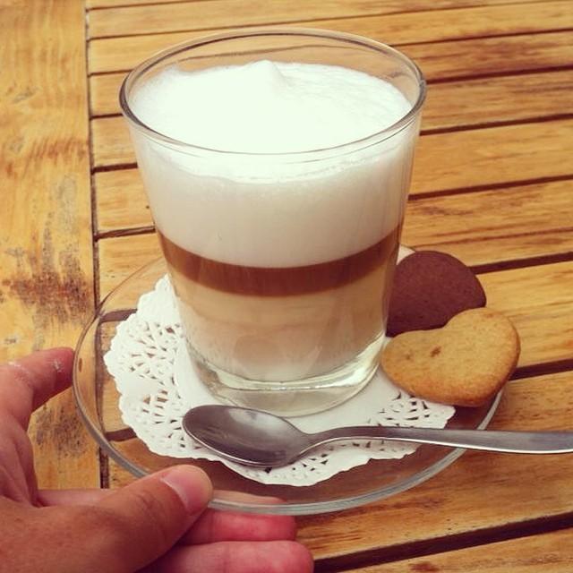 En casa el café no me queda así. A mi me gusta a rayitas ☺️. Alguien sabe hacerlo??? #soyunabuenacatadora #cafelatteporfavor #mcmbarbara